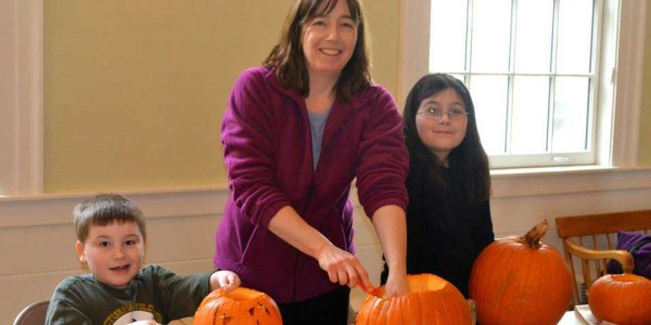 Family-Carving-Pumpkins